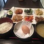 和 - ご飯と味噌汁はおかわりできます