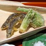 杦 - 稚鮎 と たらの芽 と こごみ の天ぷら