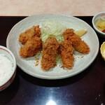 Tonkatsumurahachi - 牡蠣フライ定食1680円(税込1848円) 最近外食しないので大奮発!!             ご飯、キャベツ、味噌汁おかわり自由!!