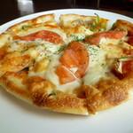 レストランDon - トマトとマッシュルームのピザ