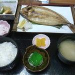 お食事処 みち草 - トビウオだったかな…の焼き魚定食1000円 友人が食べてました
