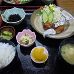 お食事処 みち草 - 手羽餃子定食1000円 手羽のところに餃子の具が入ってます