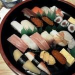 鮨の味通 - 並と上を一緒に入れてもらいました、うにも美味しい。