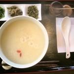 雪花の郷 - 中華粥、グツグツいってます♪