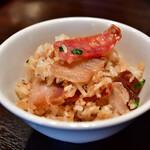 粤港美食 - 中華腸詰と干し豚バラ土鍋ご飯(2人前)@1,480円:取り分けて。