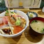 寿司と炭火 一 - はじめの海鮮丼1800円