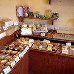 14720363 - 総菜系も美味しそうですが、量り売りのフランスパンが好きです。