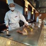 鉄板焼・愛宕 - ステーキをフランベ