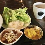 COLORSOL RESORT - サラダ、味噌汁、小鉢、お新香付き