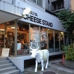 渋谷チーズスタンド - 牛が目印!
