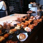 トースト ネイバーフッド ベイカリー - 2012/09/08 パン棚