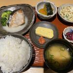 Shokusaian - 日替わり定食は800円ですよ