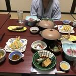 湯之元温泉 - 夕食。地味なんだけど一品一品どれもおいしい