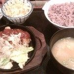 焼鶏 番番 - 鶏の鉄板辛味噌焼き