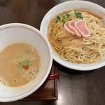 麺ゃ しき - ■美白白湯つけ麺¥950