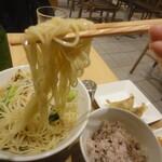 T's たんたん - 麺リフト