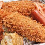 キッチン台栄 - ミックスフライ弁当 950円 ※エビフライのアップ(キッチン台栄)