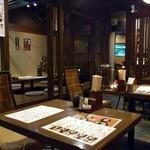 桜屋 - 流行の居酒屋のような洒落た店内