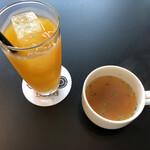 TORQUE SPICE & HERB TABLE & COURT - マンゴージュースとスープ