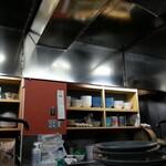 友楽 - ピカピカの厨房