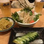 味餃子専門店 味奉行 - カレーもやし・きゅうり浅漬け・大根サラダ