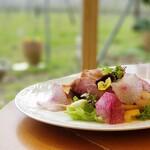 イタリアンカフェ ぶどうの木 - 料理写真:自社農園のこだわり野菜を中心に使った贅沢サラダがおすすめ。ランチセットの中でご用意しています。