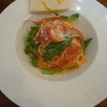 ピッツェリアバール ドォーロ - フレッシュトマトとパルマ産24ヵ月熟成プロシュートの冷製パスタ