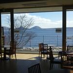丸駒温泉旅館 - 休憩所の景色が素晴らしい