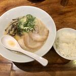 博多 一風堂 - 玉子白丸とサービスのご飯