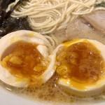 博多 一風堂 - 煮卵