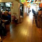 自家製麺 酉 - 回りは沢山の飲食店のアラカルト、雰囲気は最高ですよん