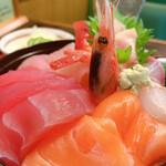 五郎鮨 - さしみ丼。アップ