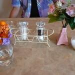 カフェダイニング ガーデン - テーブルの小物も可愛い