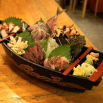 魚の四文屋 - 2012.8 刺身盛り合わせ(2,000円)あじ、ほっき貝、かつお、黒むつ、たこ、さざえ
