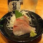 魚の四文屋 - 2012.8 本日の100円(100円)メダイの刺身