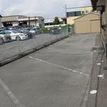 Shinya - 側面の駐車場