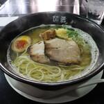 麺蔵ひの屋 - 料理写真:白醤油ラーメン(800円、斜め上から)