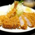 とんかつ やまいち - 料理写真:特ロース2200円に海老フライ600円