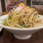 濃厚タンメン三男坊 - タンカラ1,030円の濃厚タンメンを横から