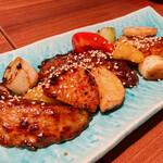 147319413 - マグロホホ肉と長芋のコリアン炒め