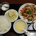 中華料理 華宴 - 鶏肉とカシューナッツ炒め定食