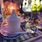 147325282 - ハーフジョッキに入った、たっぷりのミルクアイス。。。というよりソフトクリームかな?