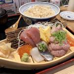 鮨・酒・肴 杉玉 - 舟盛丼 990円税込