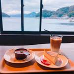 INE CAFE - クレームブリュレとチーズケーキ