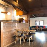 INE CAFE - 内観(食べるところは1階ではなく、2階)