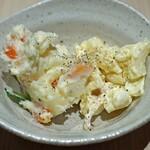 ホルモン焼 焼肉 好子ちゃん - マカロニとポテトのWサラダ