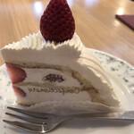 147337058 - イタリアンショートケーキ638円。見た目はとても美味しそうです(^。^)。他のケーキは選べるのかな??メニューのケーキは、こちらと食べ放題だけでした。。