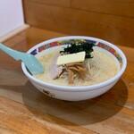 味の札幌 - 味噌カレー牛乳ラーメン(バター入り)(800円)