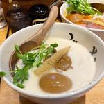 牛骨ら~めん ぶっこ志 - 牛白湯キーマと煮玉子