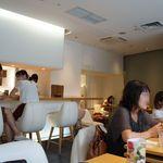 京はやしや - 日曜夕方、店内は満席。
